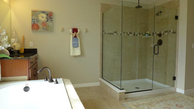 Sequia Residence traditional-bathroom