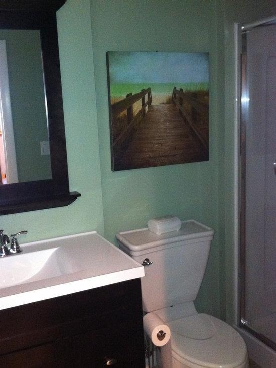 Bachelor bathroom design ideas pictures remodel and decor for Bachelor bathroom ideas