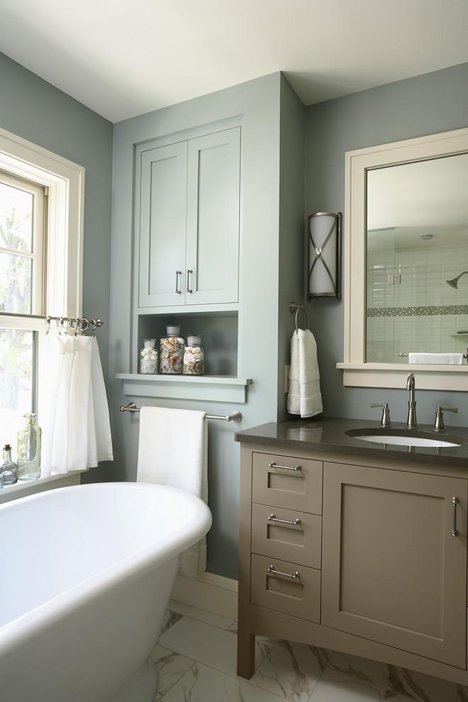 Example of an eclectic bathroom design in Minneapolis