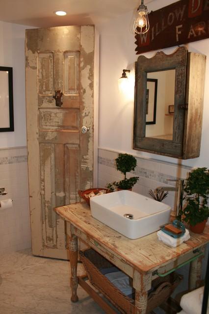 Modern country bathroom shabby chic bathroom los for Shabby chic bathroom decor your home