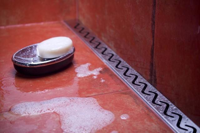Example of a trendy bathroom design