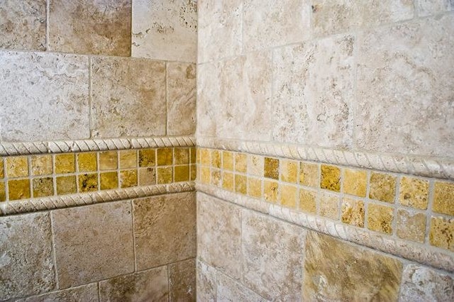 Shower Wall With Truly Tumbled Liner And Deco Strip