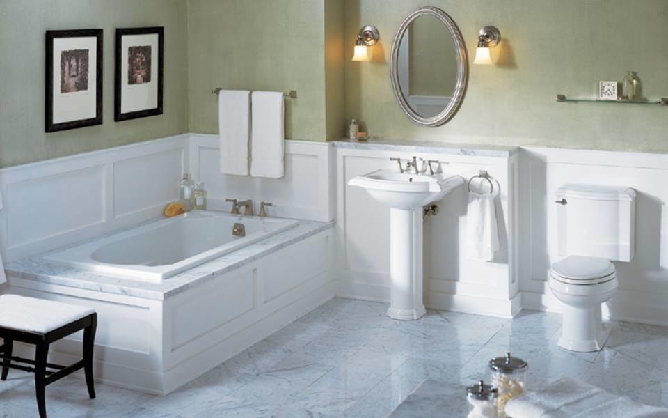 Drop-in bathtub - mid-sized traditional master marble floor and white floor drop-in bathtub idea in Philadelphia with a two-piece toilet, beige walls and a pedestal sink