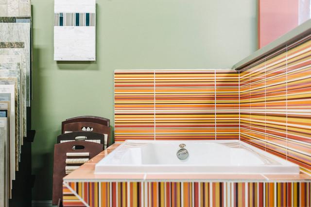 Showroom displays contemporary-bathroom