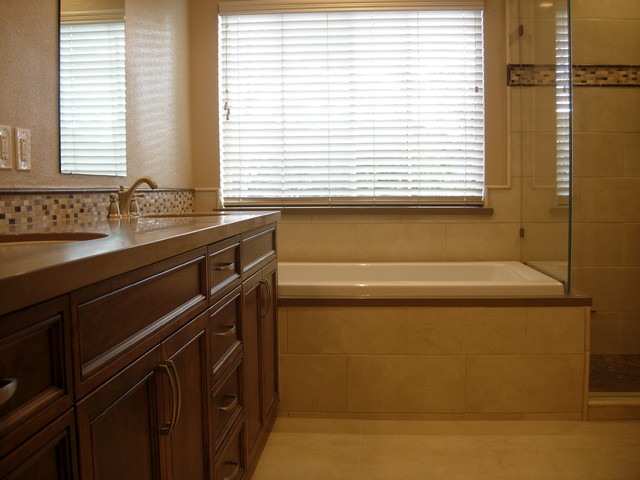 Sierra Ridge Master Bath traditional-bathroom