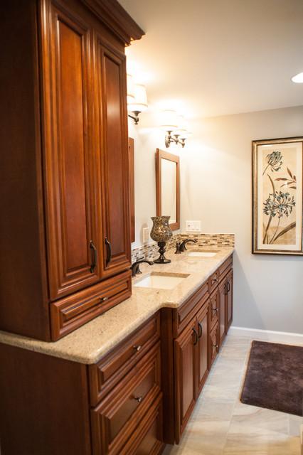 Simme Residence traditional-bathroom