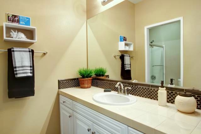Singleton Heights traditional-bathroom