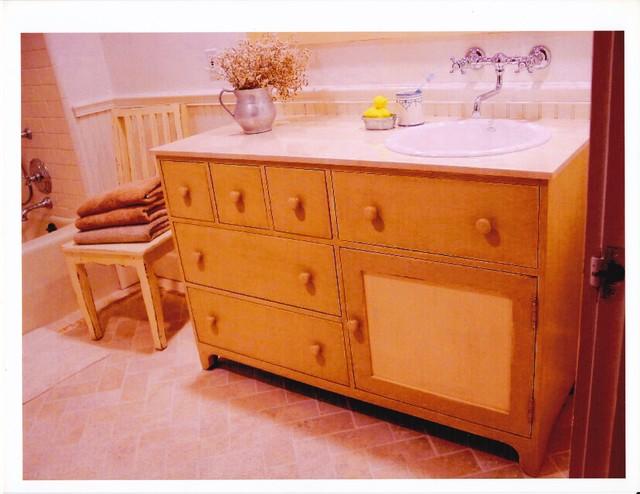 Sink / Vanity traditional-bathroom