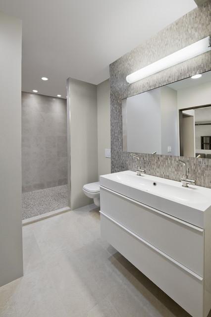 Sleek modern bathroom contemporary bathroom boston - Salle de bain grise et blanc ...