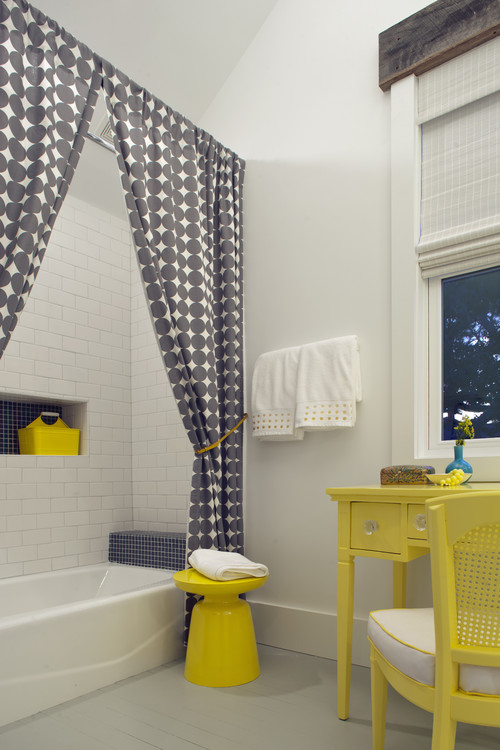 bathroom with pattern