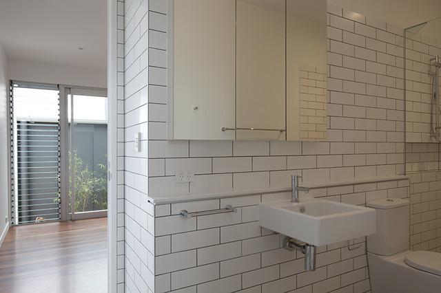 Sm residence modern bathroom brisbane by reddog for Sm bathroom ideas