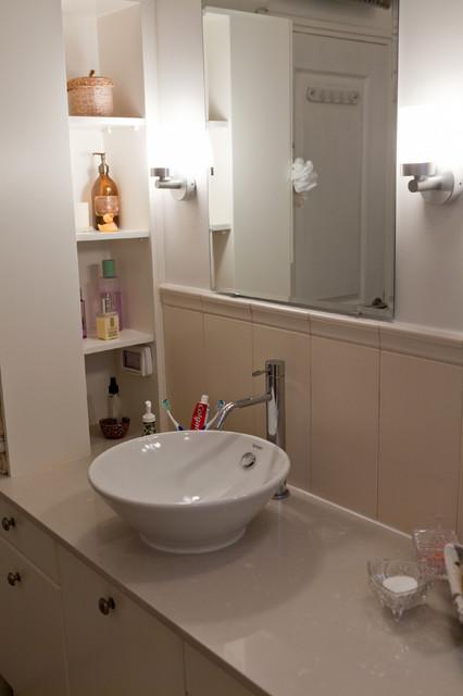 Small apartment in Tel Aviv modern-bathroom