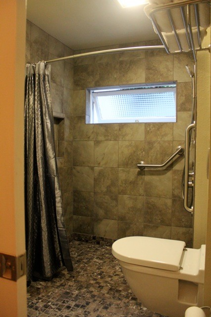 Small Barrier Free Bath Contemporary Bathroom San