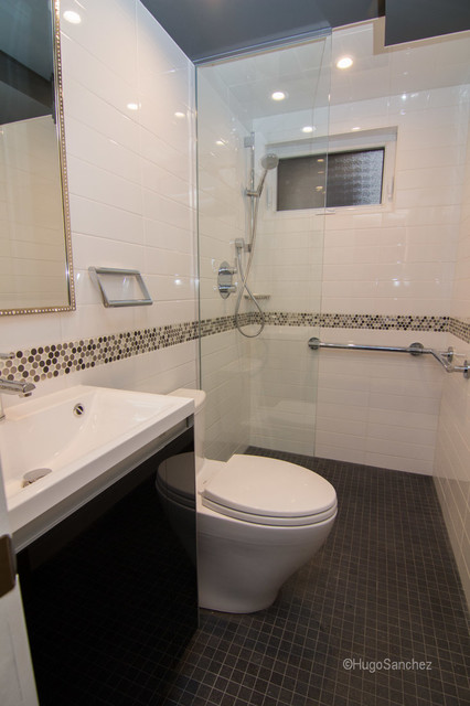 Small bathroom design transitional bathroom montreal for Small bathroom design houzz