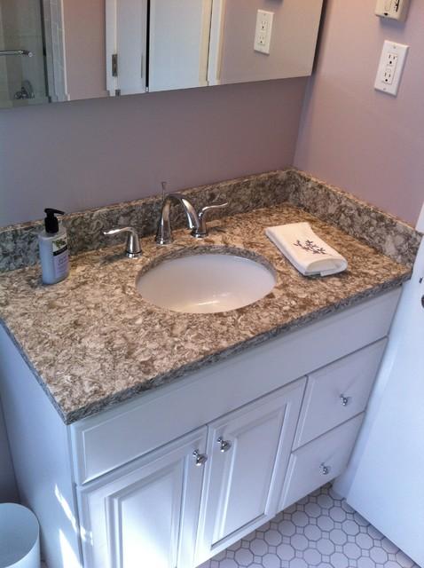 Small needham bathroom classico stanza da bagno for Bathroom remodel 80123