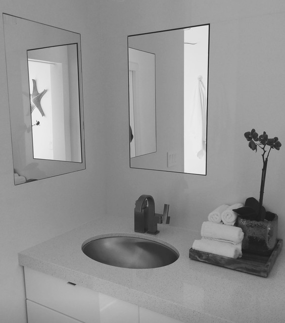 Small spaces modern bathroom los angeles by wdm for Houzz small apartments