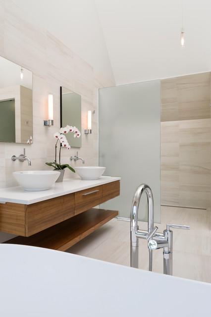 Soper place ottawa contemporary bathroom ottawa for Bathroom designs ottawa