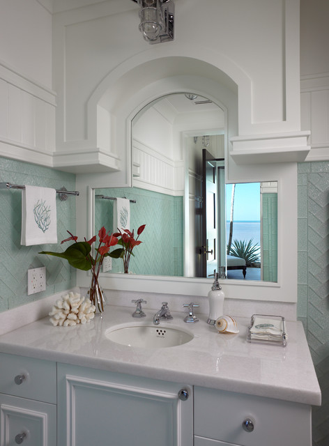 Sophisticated key west style traditional bathroom for Key west architecture style