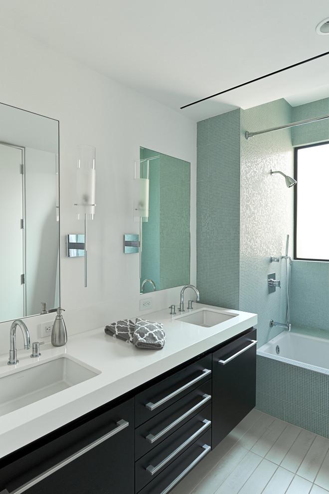 Minimalist porcelain tile bathroom photo in Houston