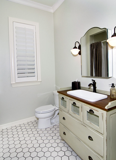 Southern Classic traditional-bathroom