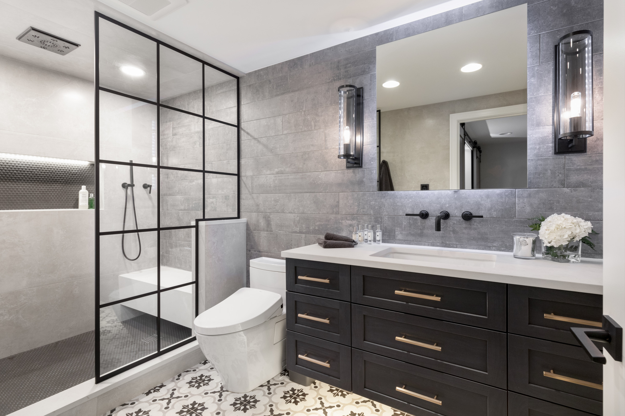 Mid-sized urban beige tile and porcelain tile porcelain tile and multicolored floor sauna photo in Detroit with shaker cabinets, black cabinets, a one-piece toilet, gray walls, an undermount sink, qua