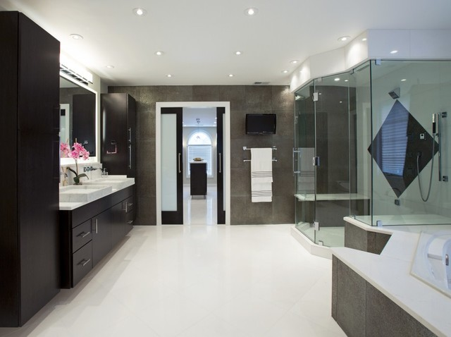 Spa Treatment At Home With Stunning Bath And Walk In Closet Modern Bathroom