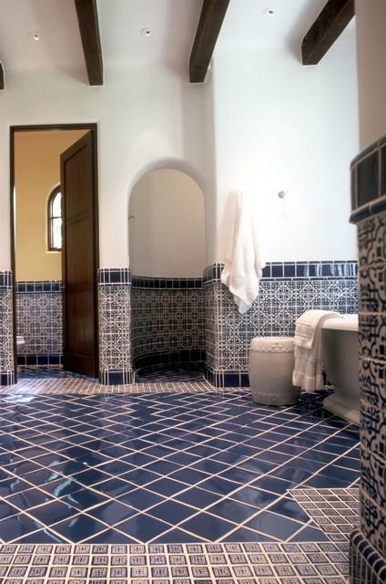 Spanish colonial cottage mediterranean bathroom for Bathroom tiles spain