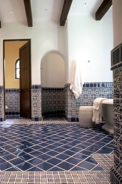 Spanish colonial cottage mediterranean bathroom for Bathroom tiles spain