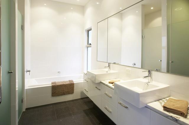 Spring hill federation queenslander contemporary for Queenslander bathroom designs