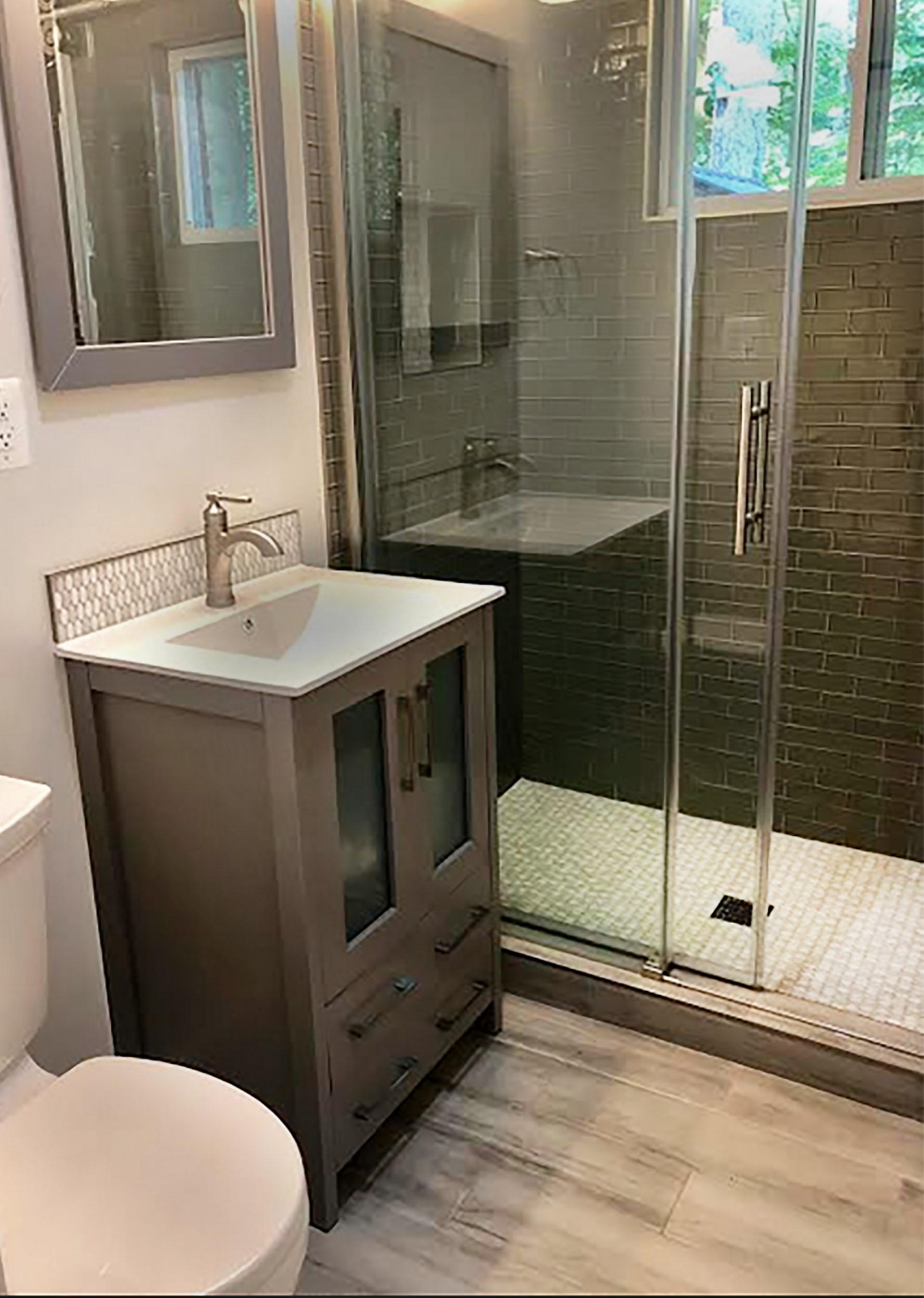 Springfield Hallway Bathroom
