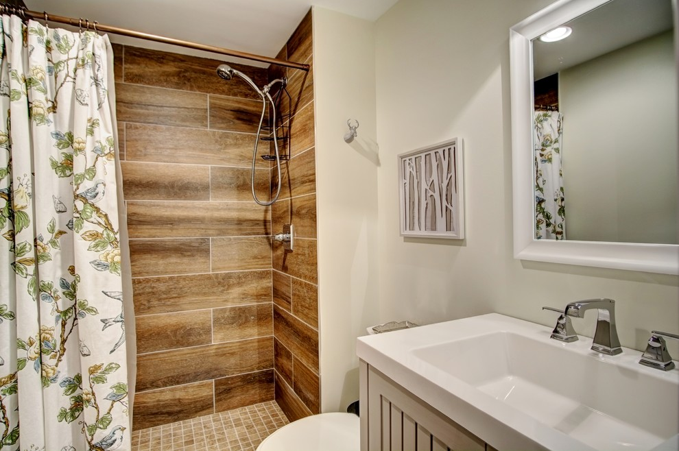 Example of a country bathroom design in Minneapolis