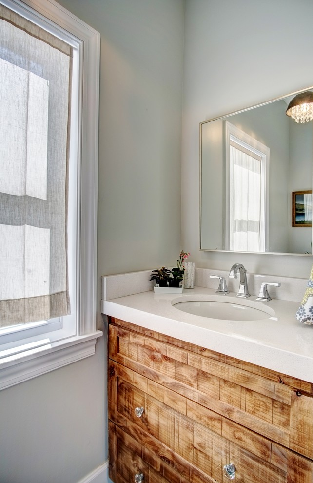Inspiration for a country bathroom remodel in Minneapolis