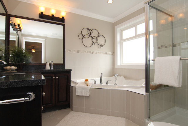 Stage in Fraser Heights traditional-bathroom