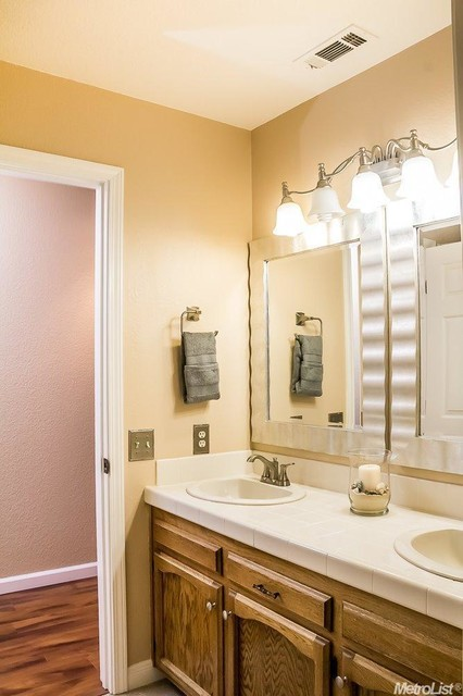 Stage to sell project orangevale ca transitional - Staging a bathroom to sell ...