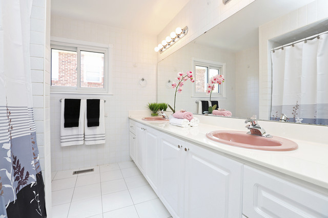 Staging for selling after - Staging a bathroom to sell ...