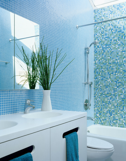 Blue Bathroom bathed in color: when to use blue in the bath