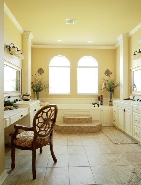 Stephanie Loggins traditional-bathroom