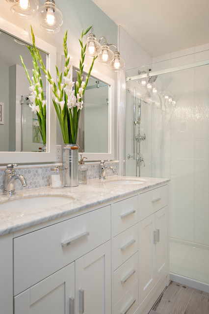 Steveston townhouse traditional bathroom vancouver for Townhouse bathroom ideas