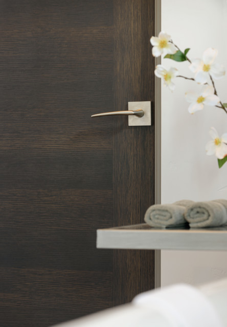 Bon StileLine®   A MIDRANGE Modernist Flush Interior Door Modern Bathroom