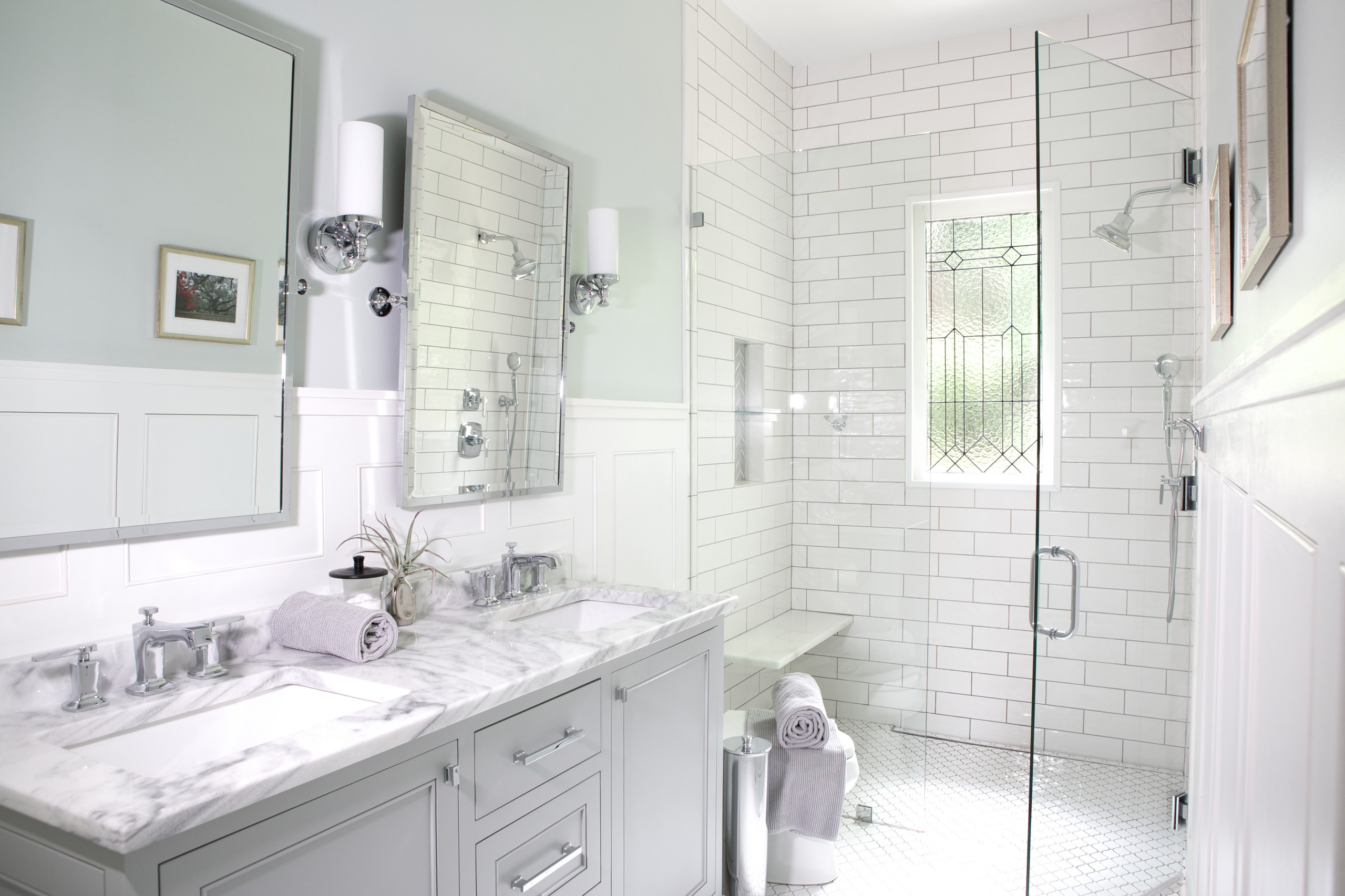 14 Beautiful Small Traditional Bathroom Design Ideas & Pictures