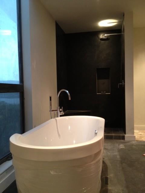 Strawberry Residence contemporary-bathroom