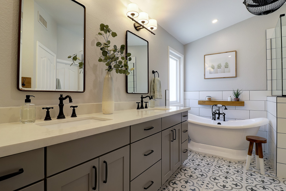 Example of a transitional bathroom design in Phoenix