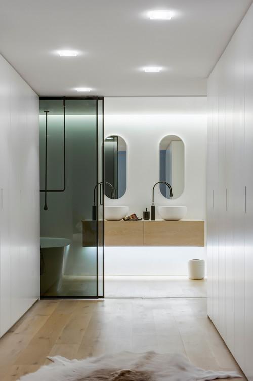 Smarta ljuslösningar är en trend för hela hemmet i takt med att det kommer ny teknik. I badrummet kan det användas för att skapa olika stämningar, så man till exempel kan välja ett varmt dimrat ljus när man ramlar in nyvaken i duschen.