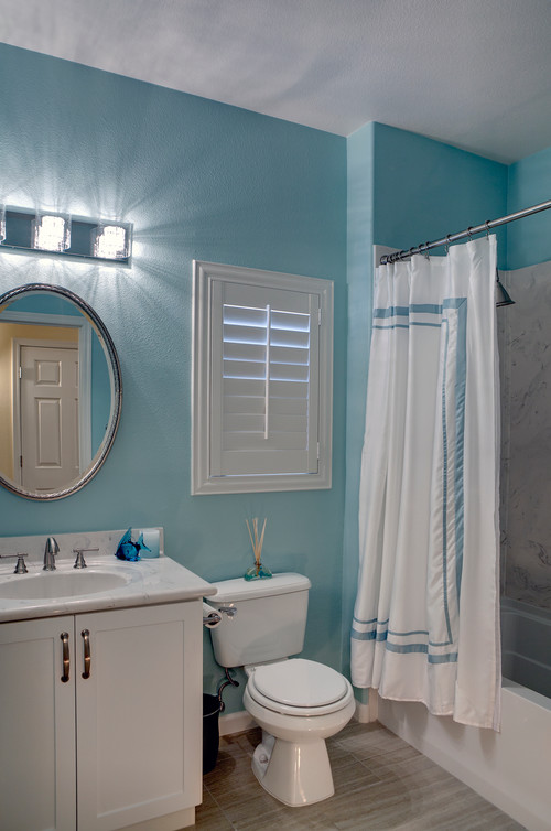 Bathroom Ideas Teal : I love the color of teal wall paint in this bathroom