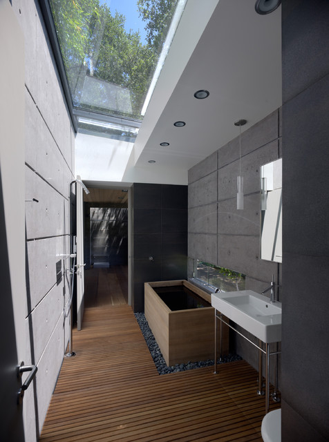Baño Japones Moderno:Bathroom with Skylight