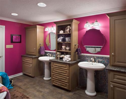 Teen 39 s pink bathroom for Teen bathroom pictures