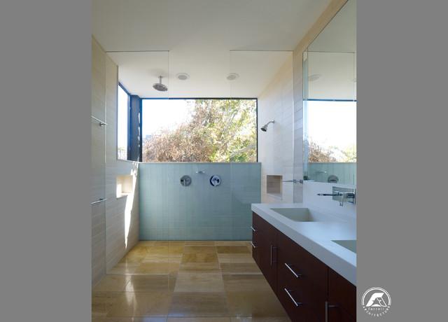 Telegraph hill bachelor pad for Bachelor bathroom ideas