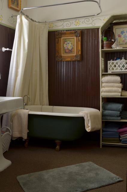 Terrell, TX: Tom & Nancy Aldinger traditional-bathroom