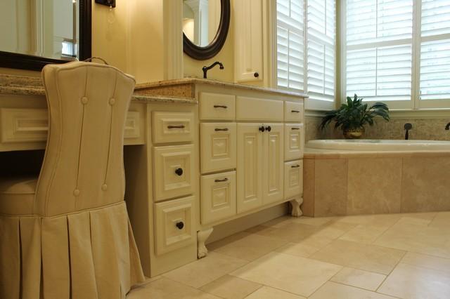 Texas Traditional traditional-bathroom