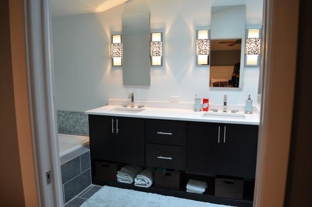 The bachelor 39 s pad designer liz bonar for Bachelor bathroom ideas